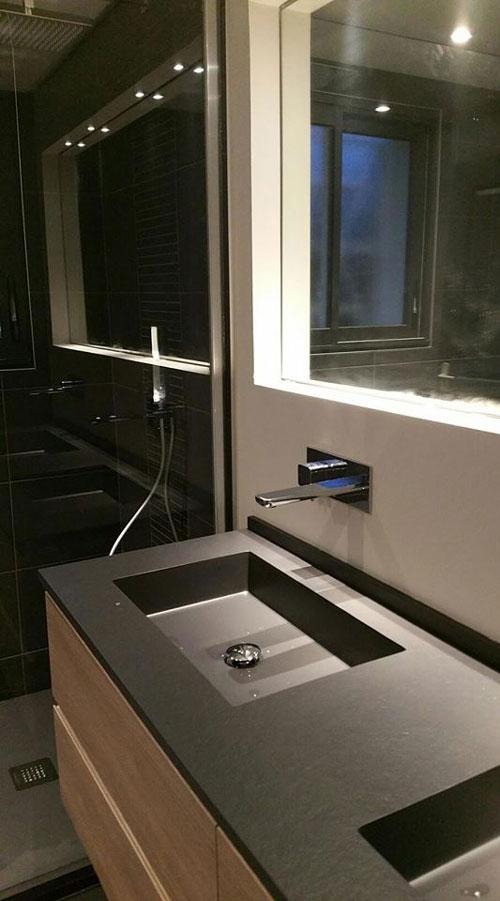 Vasque anthracite et douche